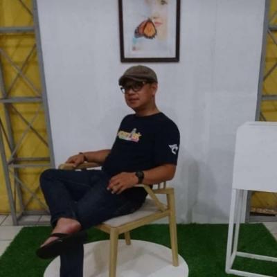 Wakil dekan bidang kemahasiswaan bapak H.Arianto berbaur dengan mahasiswa di lokasi pameran